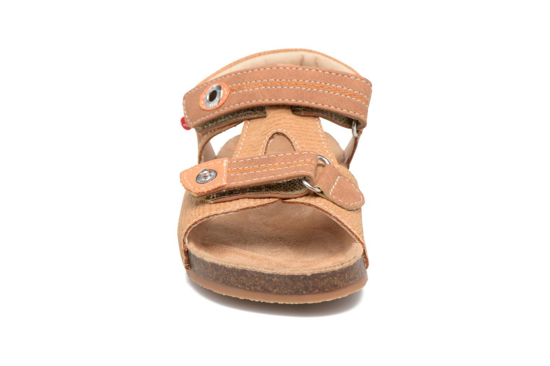 Sandales et nu-pieds NA! Anis Marron vue portées chaussures