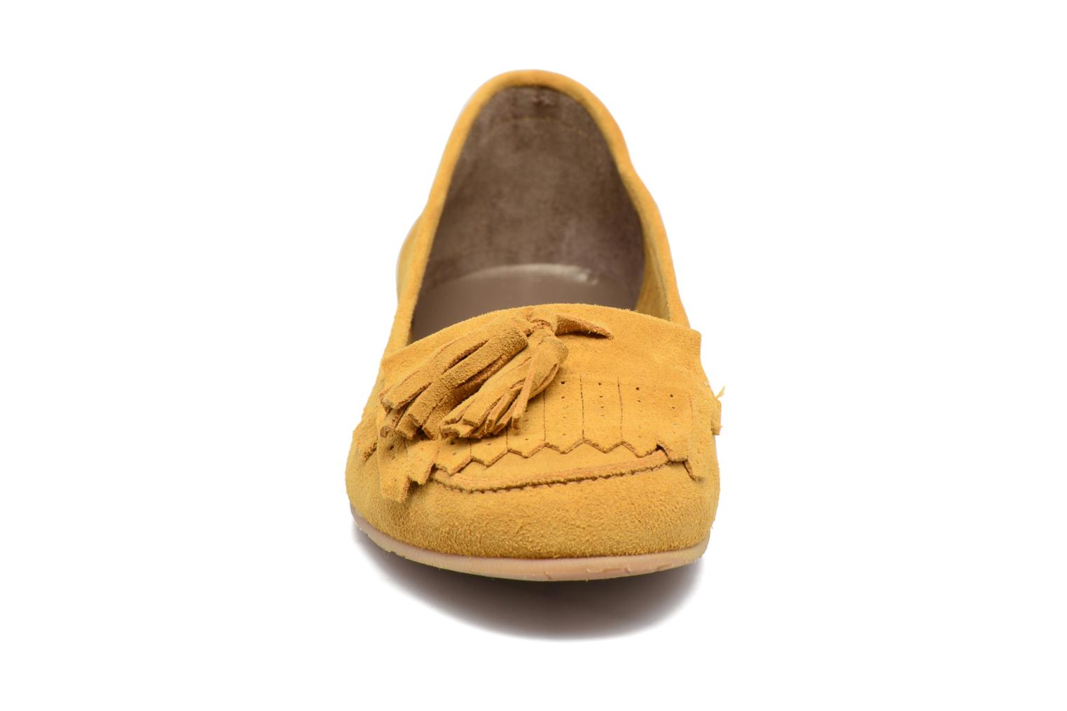 Loafers Georgia Rose Cepom Yellow model view