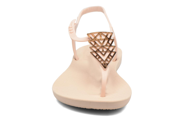 Tongs Ipanema Charm IV Sandal Beige vue portées chaussures