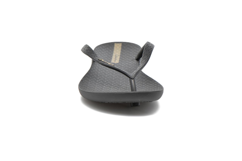 Tongs Ipanema Wave Noir vue portées chaussures