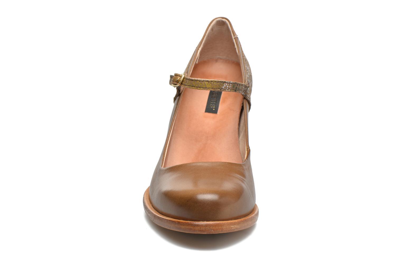 Zapatos de tacón Neosens Beba S930 Marrón vista del modelo