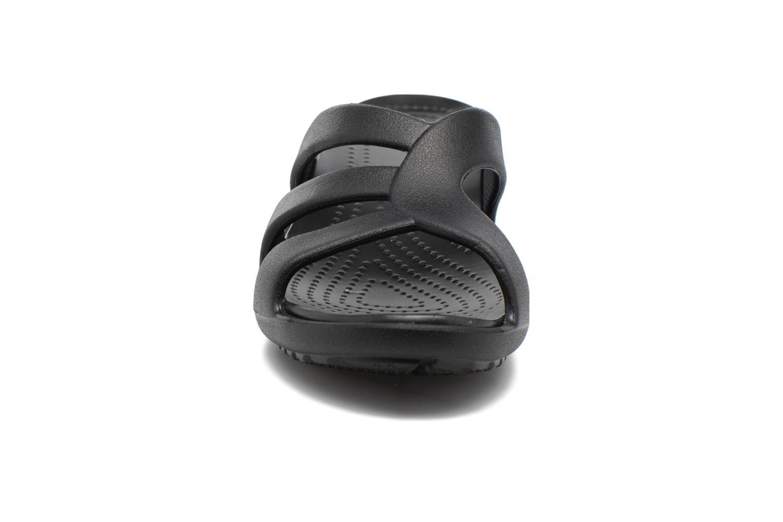 Mules et sabots Crocs Sanrah Strappy Wedge Noir vue portées chaussures