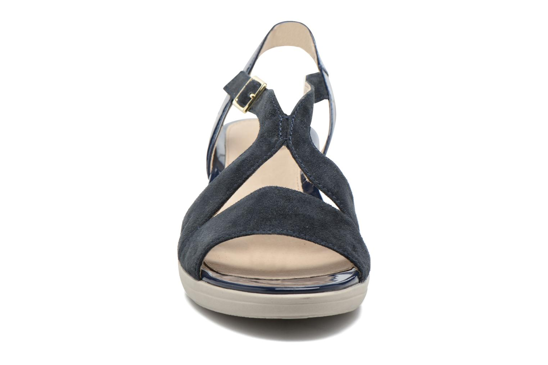 Sandales et nu-pieds Stonefly Vanity III Bleu vue portées chaussures
