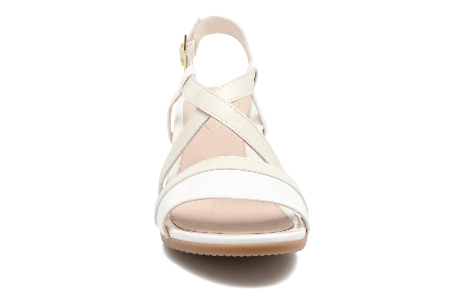 Sandales et nu-pieds Stonefly Sweet III 5 Blanc vue portées chaussures