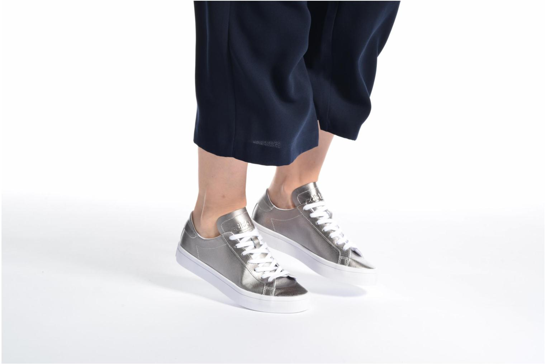 Baskets Adidas Originals Courtvantage W Gris vue bas / vue portée sac
