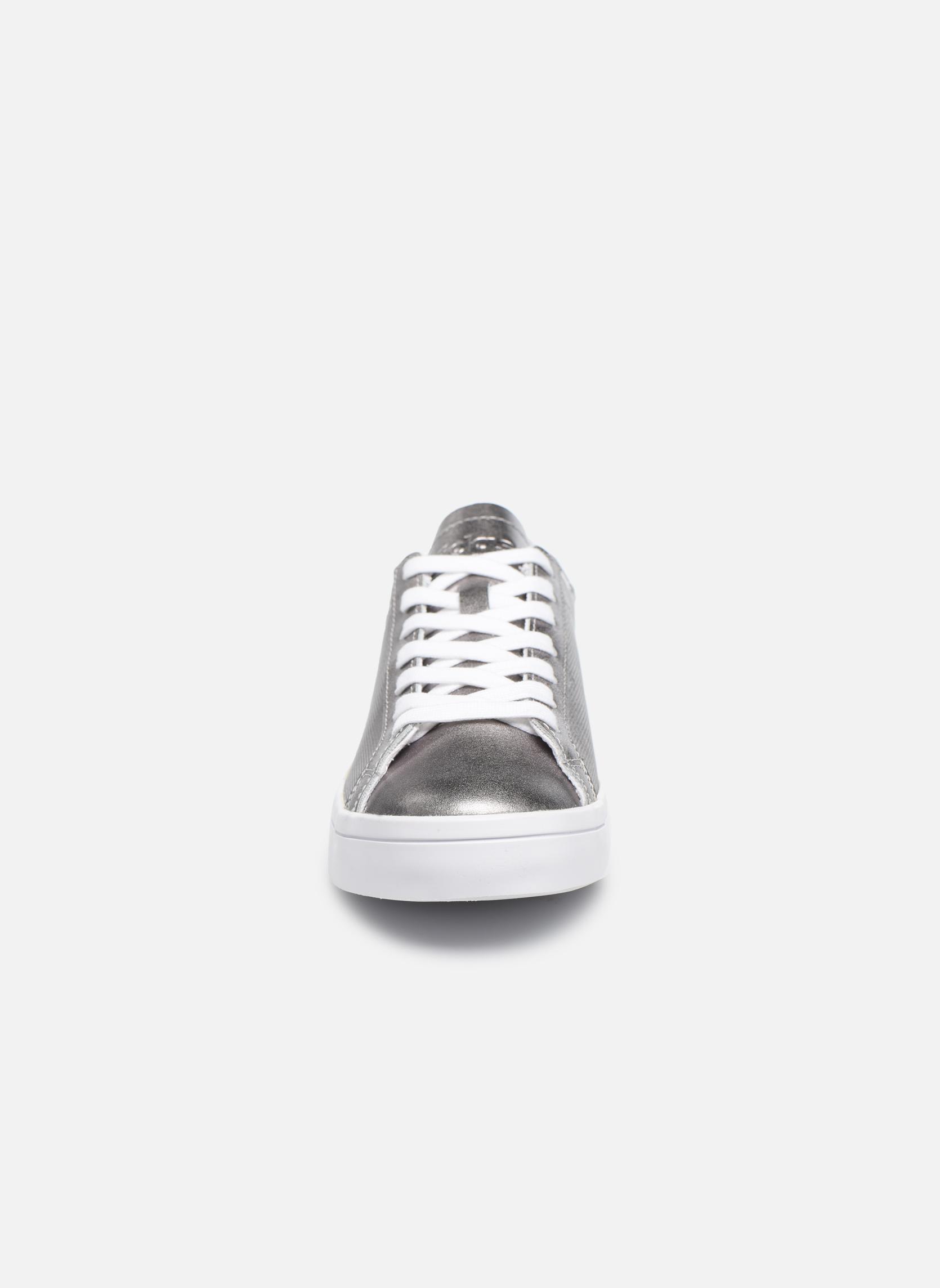 Baskets Adidas Originals Courtvantage W Gris vue portées chaussures