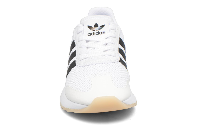 Deportivas Adidas Originals Flb W Negro vista del modelo