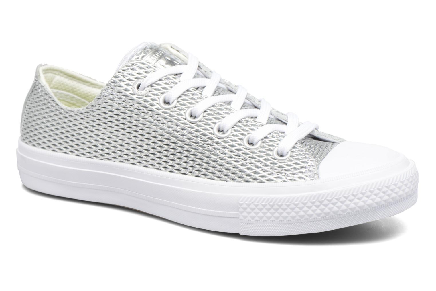 Baskets Converse Chuck Taylor All Star II Ox Perf Metallic Leather Argent vue détail/paire