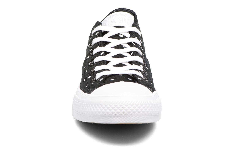 Sneakers Converse Chuck Taylor All Star II Ox Shield Lycra Nero modello indossato