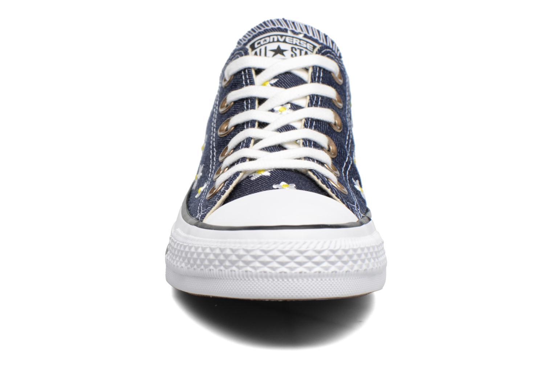 Baskets Converse Chuck Taylor All Star Ox Denim Floral Bleu vue portées chaussures