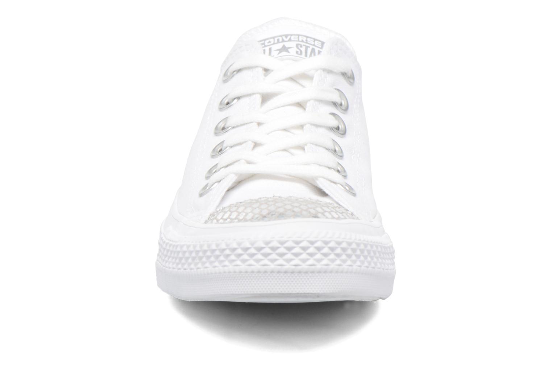 Baskets Converse Chuck Taylor All Star Ox Metallic Toecap Blanc vue portées chaussures