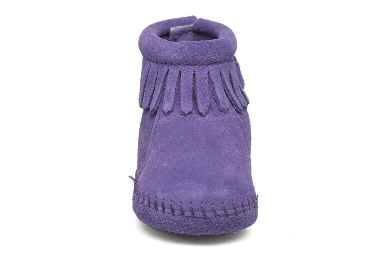 Bottines et boots Minnetonka Back Strap Bootie Violet vue portées chaussures