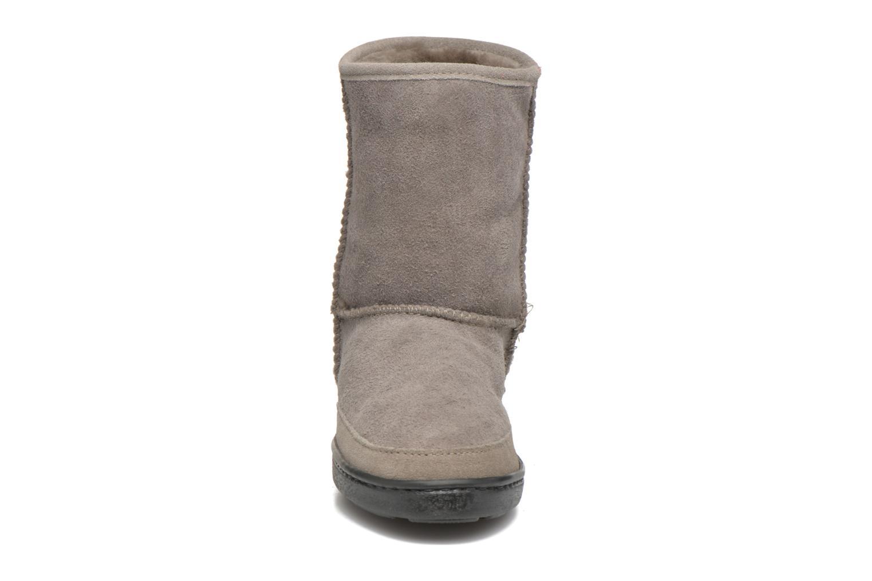 Bottines et boots Minnetonka Short Sheepskin Pug Boot W Gris vue portées chaussures