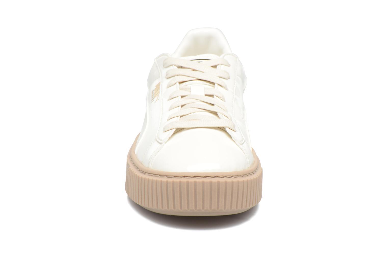 Baskets Puma Wns Basket Platform Patent Beige vue portées chaussures