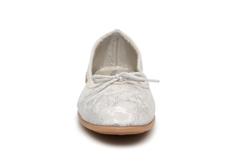 Ballerines Pataugas Sanuk/MT Argent vue portées chaussures