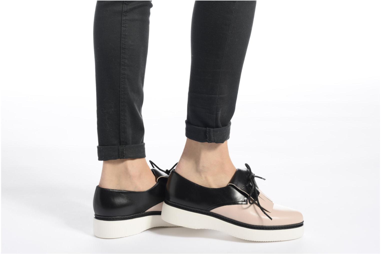 Chaussures à lacets What For Lily Noir vue bas / vue portée sac