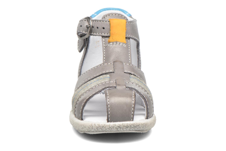 Sandales et nu-pieds Babybotte Tarawa Gris vue portées chaussures