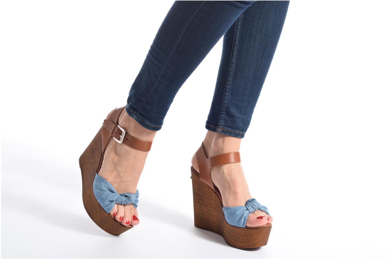 Sandales et nu-pieds Guess BETTA Bleu vue bas / vue portée sac