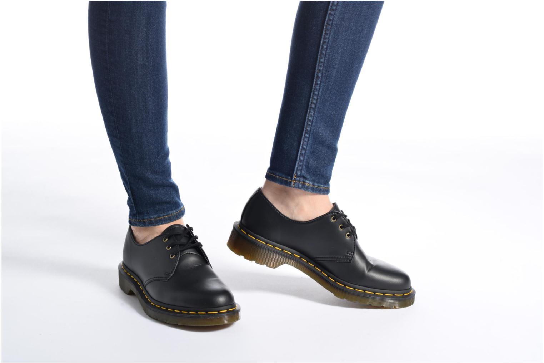 Chaussures à lacets Dr. Martens Vegan 1461 Noir vue bas / vue portée sac