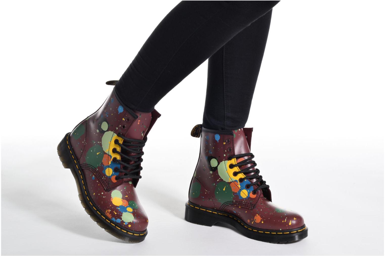 Bottines et boots Dr. Martens 1460 Splatter Rouge vue bas / vue portée sac