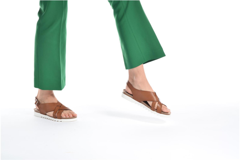 Sandales et nu-pieds TBS Tressie Marron vue bas / vue portée sac