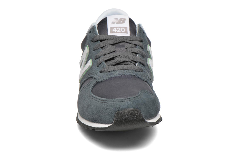 Baskets New Balance U420 D SMU W Gris vue portées chaussures