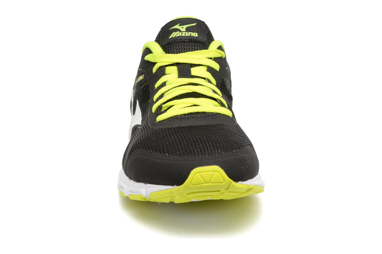Chaussures de sport Mizuno Mizuno Synchro SL 2 Noir vue portées chaussures