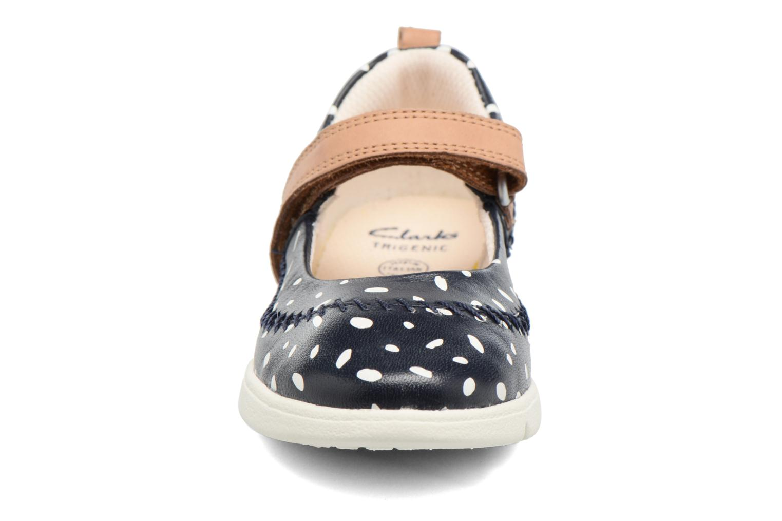 Ballerines Clarks Tri Molly Inf Bleu vue portées chaussures