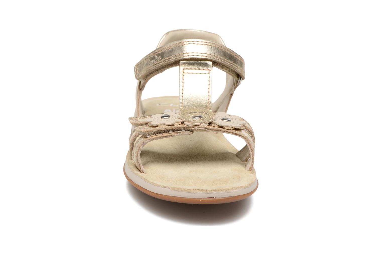 Sandales et nu-pieds Clarks Sea Sally Or et bronze vue portées chaussures