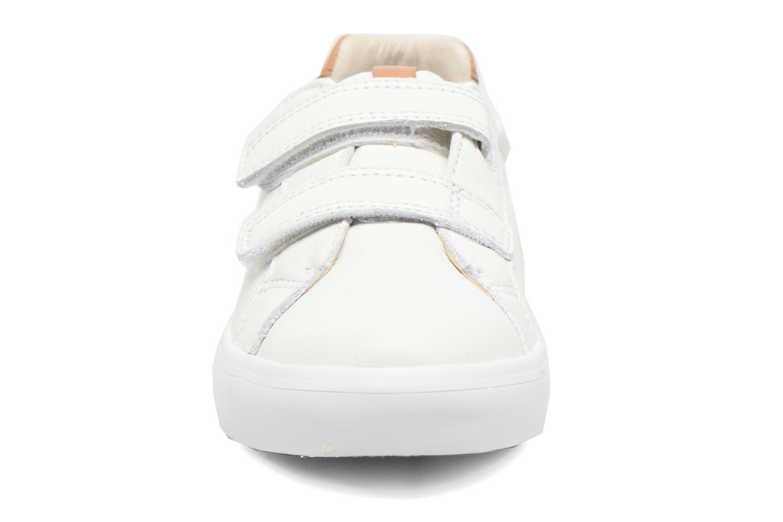Sneakers Clarks Brill Rap Bianco modello indossato