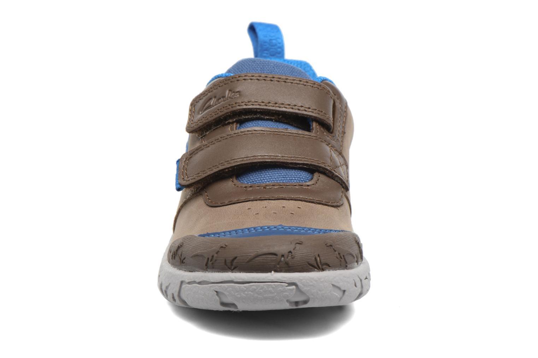 Baskets Clarks BrontoGlow Inf Marron vue portées chaussures