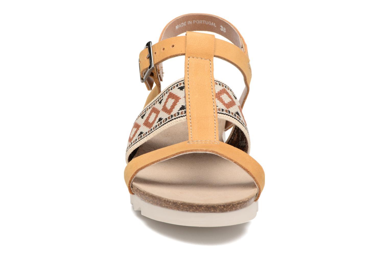 Sandali e scarpe aperte P-L-D-M By Palladium Rieti Giallo modello indossato