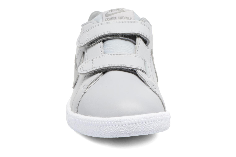 Baskets Nike Nike Court Royale (Psv) Gris vue portées chaussures