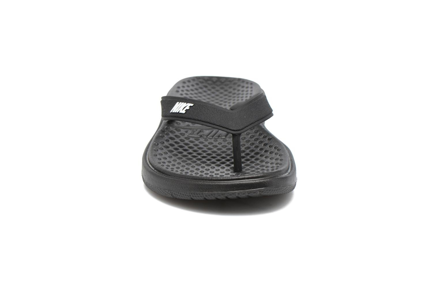 Tongs Nike Nike Solay Thong (Gs/Ps) Noir vue portées chaussures