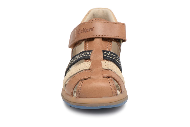 Sandali e scarpe aperte Kickers Platiback Marrone modello indossato