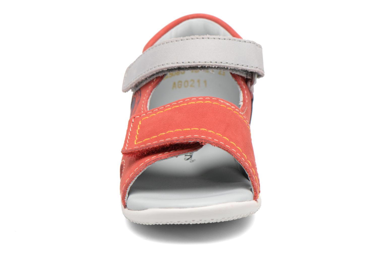 Sandales et nu-pieds Kickers Bicubasurf Rouge vue portées chaussures