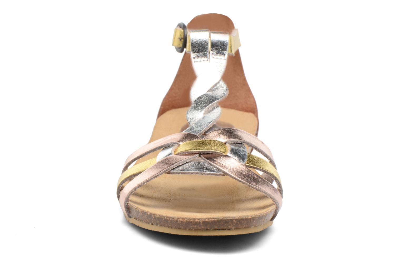 Sandalias Kickers Bomtardes Oro y bronce vista del modelo