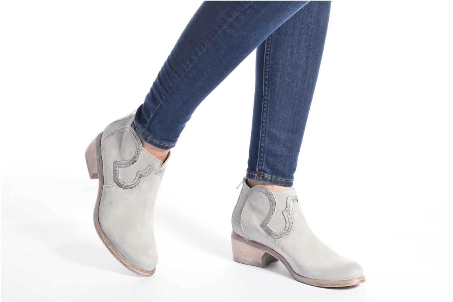 Ankle boots Khrio Giorgia Blue view from underneath / model view