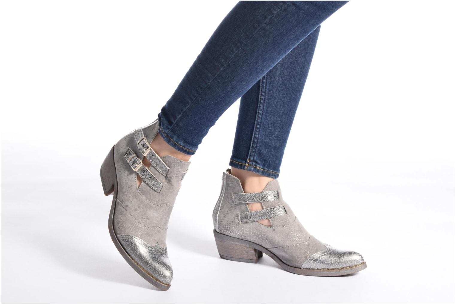 Ankle boots Khrio Gaia Silver view from underneath / model view
