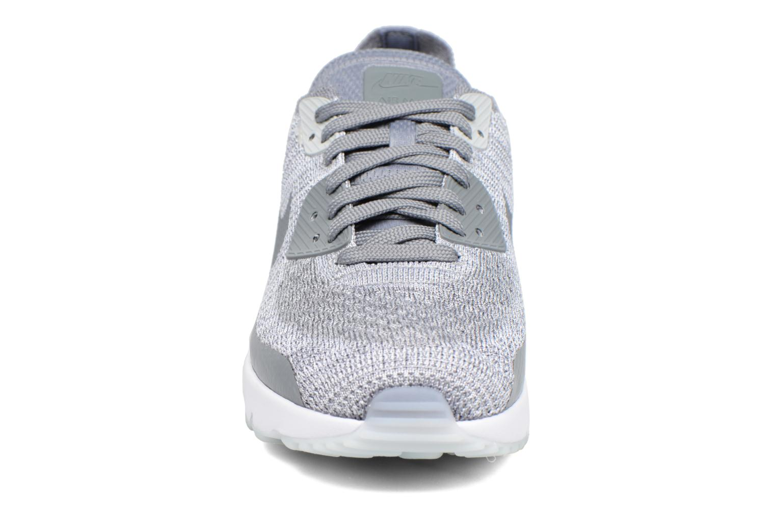 Baskets Nike Air Max 90 Ultra 2.0 Flyknit Gris vue portées chaussures