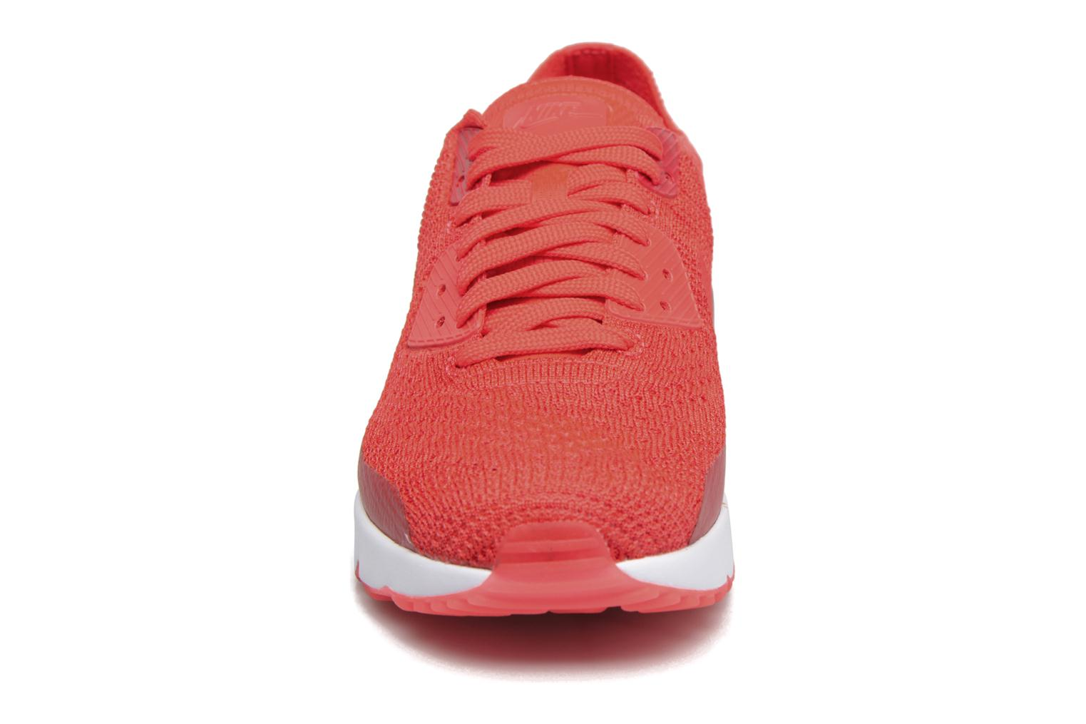 Baskets Nike Air Max 90 Ultra 2.0 Flyknit Rouge vue portées chaussures