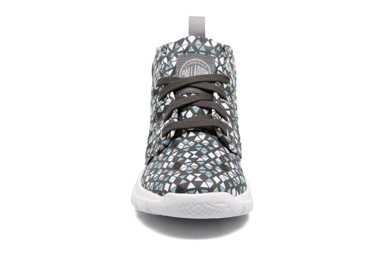 Sneakers Palladium Plvil Hi F Bianco modello indossato