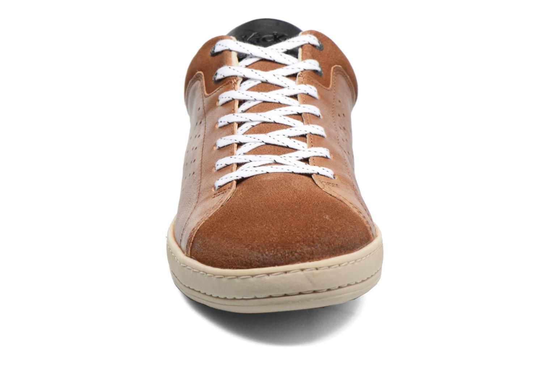 Baskets Kickers Sniff Marron vue portées chaussures