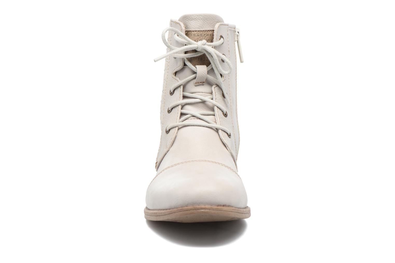 Stivaletti e tronchetti Mustang shoes Chiara Beige modello indossato