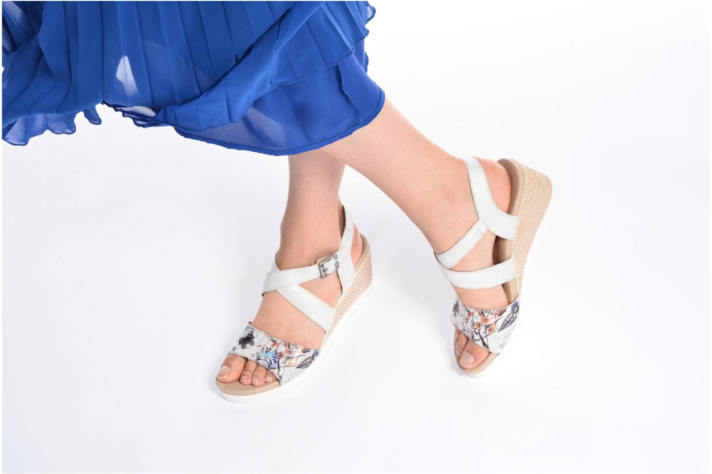 Sandales et nu-pieds Remonte Mona D3452 Argent vue bas / vue portée sac