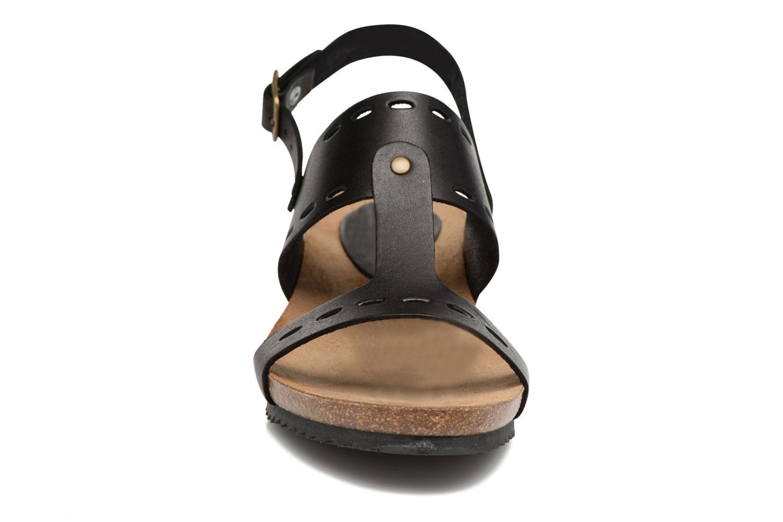 Sandales et nu-pieds Kickers Tokali Noir vue portées chaussures