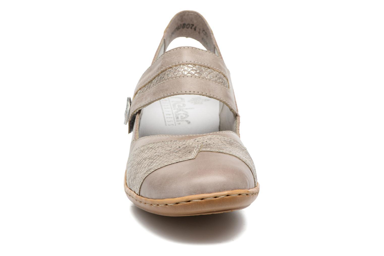 Zapatos de tacón Rieker Lieve 47176 Beige vista del modelo