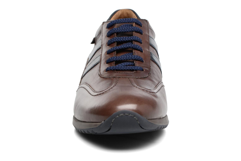 Baskets Mephisto Perez Marron vue portées chaussures