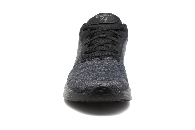 Sneakers Skechers GO Walk 4 serenity Nero modello indossato