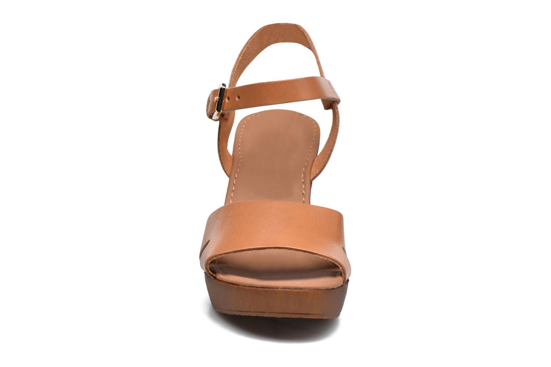 Sandali e scarpe aperte Georgia Rose Dobou Marrone modello indossato